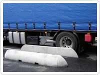 01-guias-suelo-ruedas-camiones-muelle-carga-mini